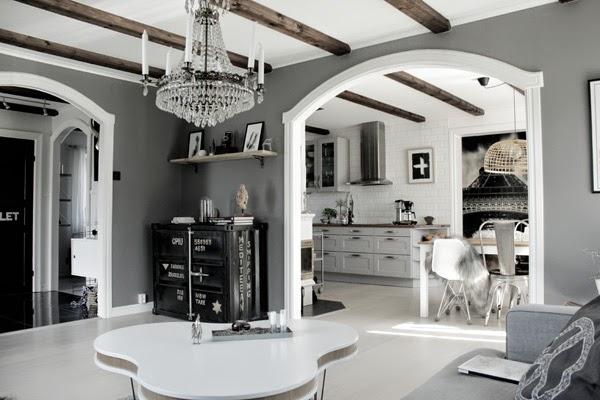 före och efter renovering, bild på renoverat vardagsrum, renoveringsbilder, vardagsrum före och efter, vit parkett, byta ut golv, måla väggar, måla snickerier från mörkt tll ljust, vita snickerier, vitmålat valv, gråmålade väggar, mörkgrå, soffbord, vitt, grått, containerskåp, plåtskåp, treklöver bord, grå soffa, peace, matstolar, tolix, stålstol, eames look a like, eames plaststol, hth kök, grått kök, fläkt, fototapet, artprint kors, print, art, konst, konsttryck, svart och vitt,