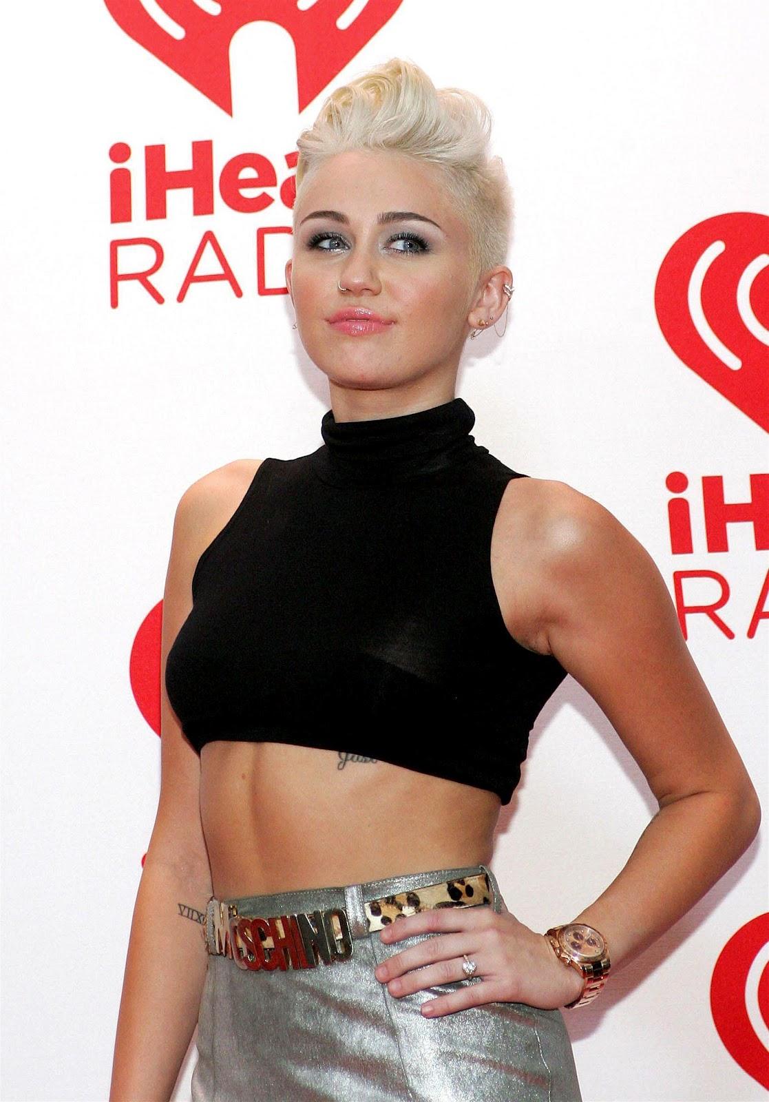 http://2.bp.blogspot.com/-7oqAMUIYSwc/UF-Nz2D1khI/AAAAAAAAMUM/bw0MsMRMh1o/s1600/Miley+Cyrus+iHeartRadio+Music+Festival++fashionagain80s.+linda+topete+P!nk+(2).jpg