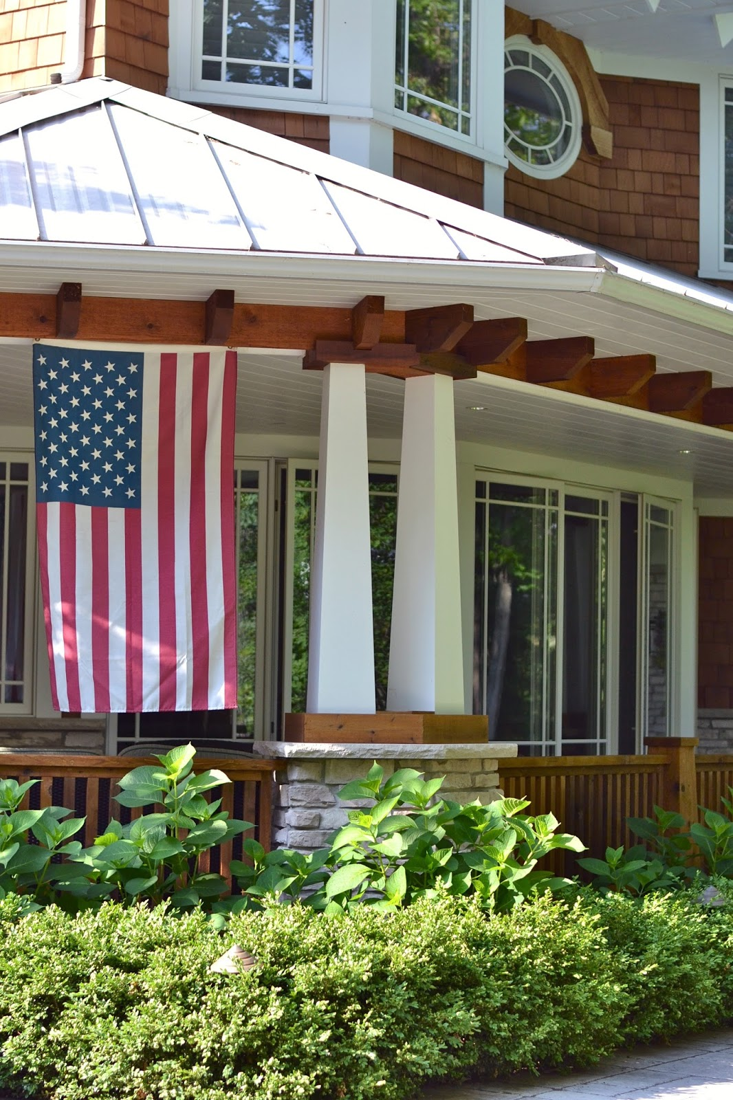 hanging-american-flag-on-home