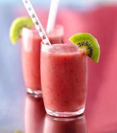 Nutritivo licuado de frutilla y kiwi