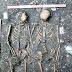 Nem a morte separou: esqueletos da Idade Média são encontrados de mãos dadas