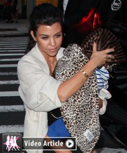 celebritiesnews-gossip.blogspot.com_kourtney-kylie-nobu-fws