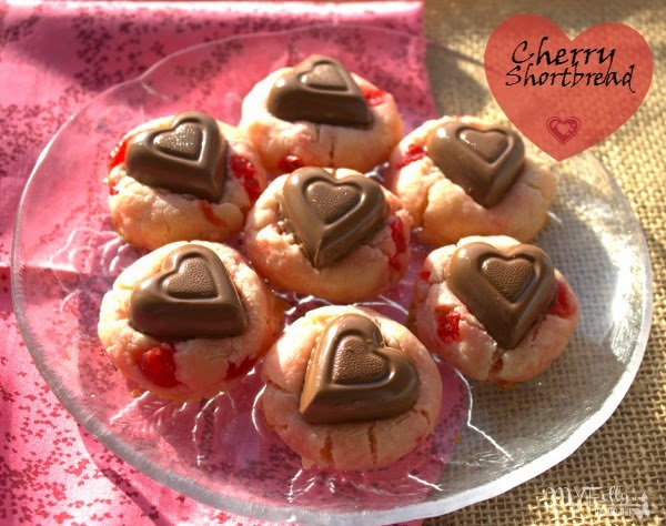 Fill the Cookie Jar with Cherry Shortbread Cookies / This and That #fillthecookiejar, Valentines, Cookies