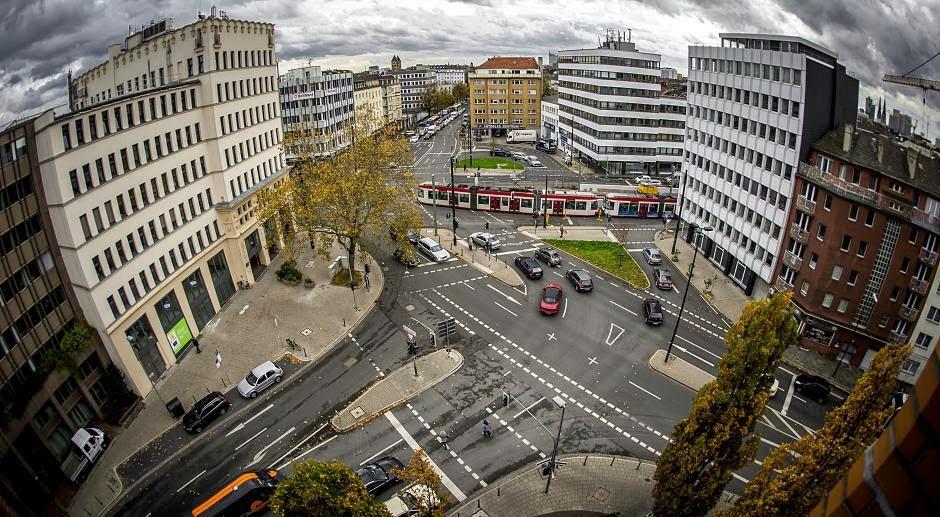 http://www.rp-online.de/nrw/staedte/duesseldorf/ampelcheck-wo-fussgaenger-und-autofahrer-genervt-sind-aid-1.4644039