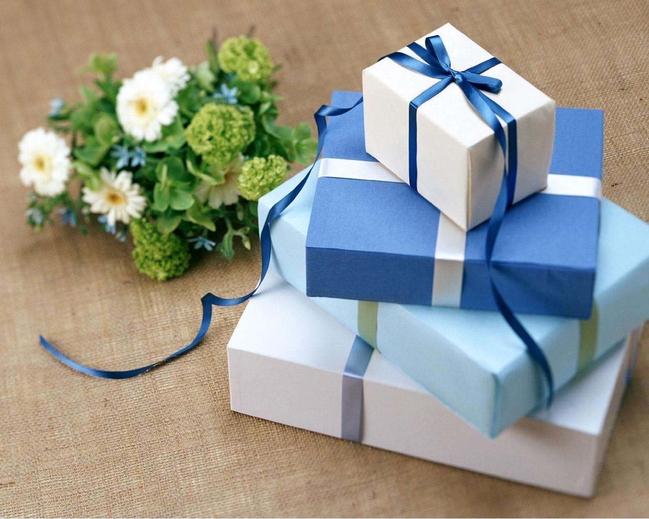 http://2.bp.blogspot.com/-7pvk--LPE84/TeeBPk0WwQI/AAAAAAAAA94/MWLrm0v8zoQ/s1600/buy_of_gifts+wallpaper.jpg
