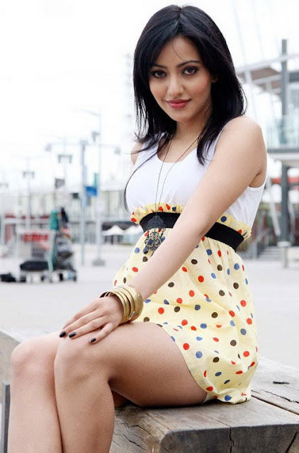Neha Sharma hot