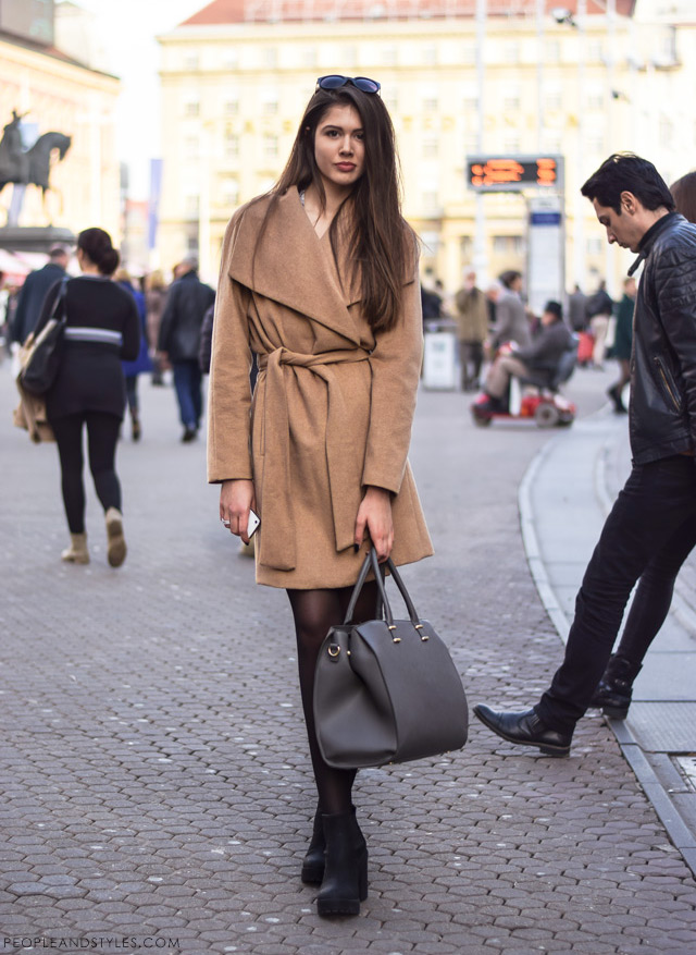 How to wear a camel coat and platform ankle boots, winter style fashion inspiration, kaput u boji devine dlake - kako ga nositi i stilizirati, manekenka Andrea Taradžić, street style / ulična moda Zagreb by peopleandstyles.com