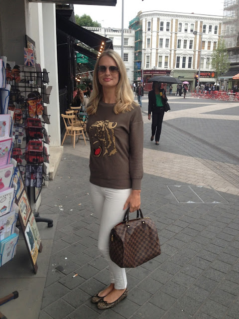 chrissabella blog, fashion blogger, lv, louis vuitton, speddy, lv speedy, tiger sweater, sweater, white jeans, french sole