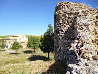 Torre circular y ermita de Nuestra Señora de Fuentes