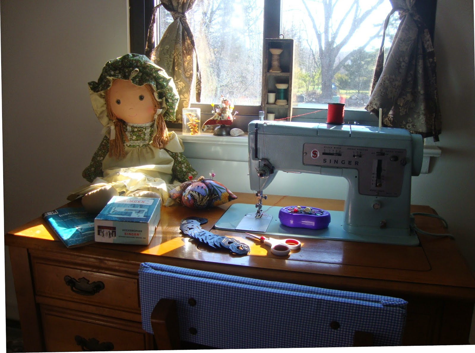 Modern day laura singer 348 style mate sewing machine here she is in her new table a perfect fit and shes running beautifully fandeluxe Gallery
