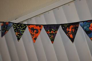 Tutorial for how to sew a DIY Halloween pennant banner