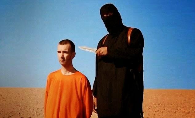 DAAWO VIDEO:- ISIS oo mar kale soo bandhigay nin British ah oO si xun u gowracayaan