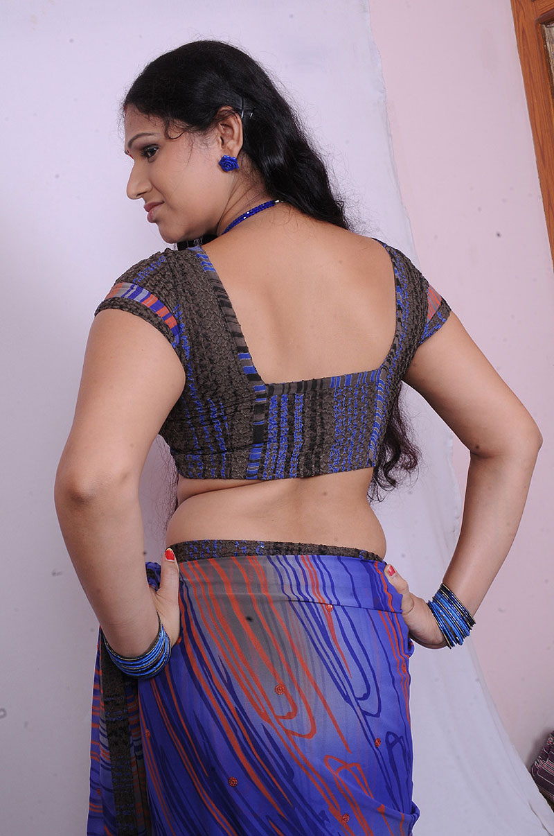 Tamil Sexy Mallu Aunty Sirisha Blouse And Saree Photos