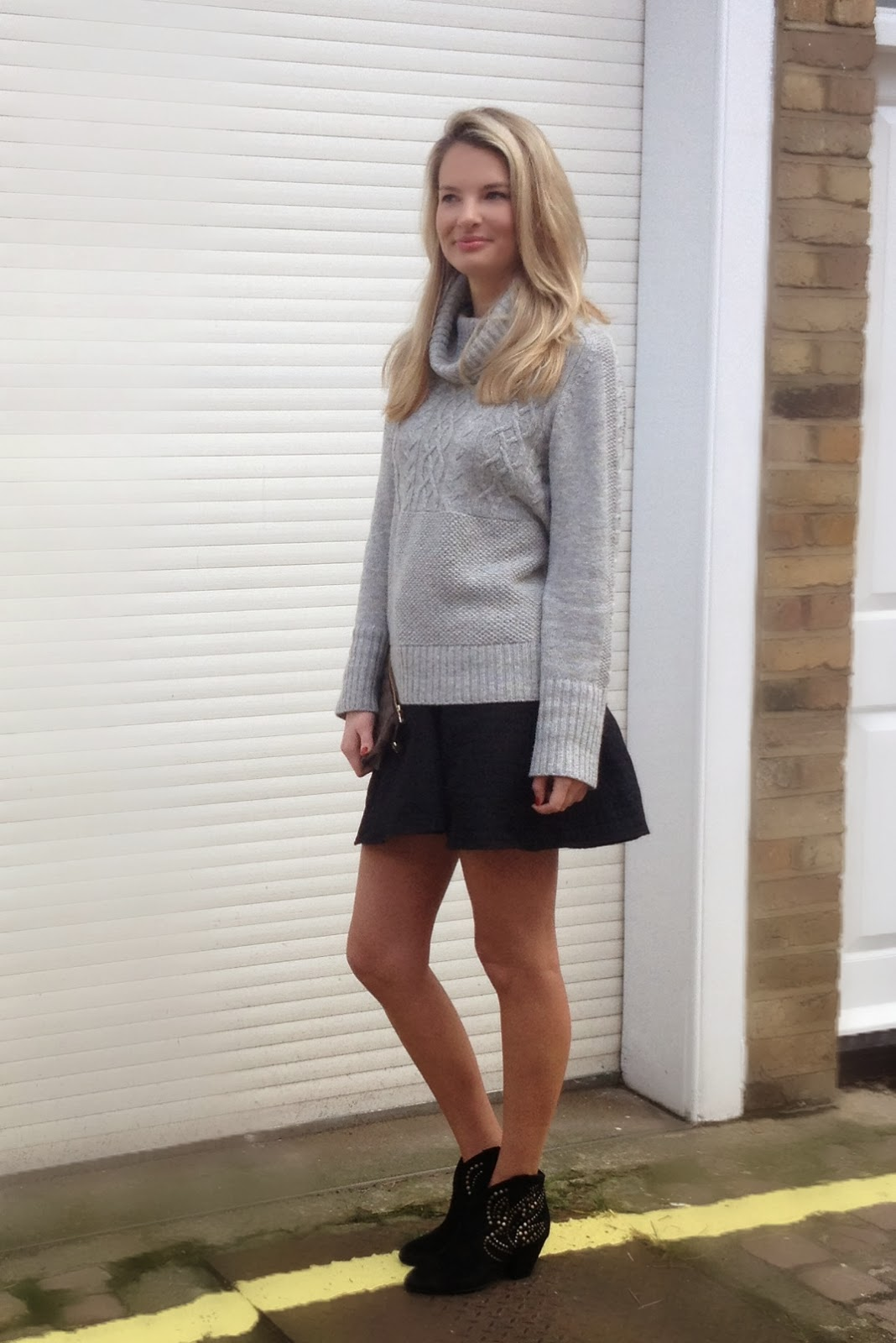 ASOS skater skirt, skater skirt, volume skater skirt, knitted jumper, grey jumper, jumper and skirt, london blogger, german blogger, ash footwear boots, ash boots, structured skirt, asos structured skirt, boots, studded boots