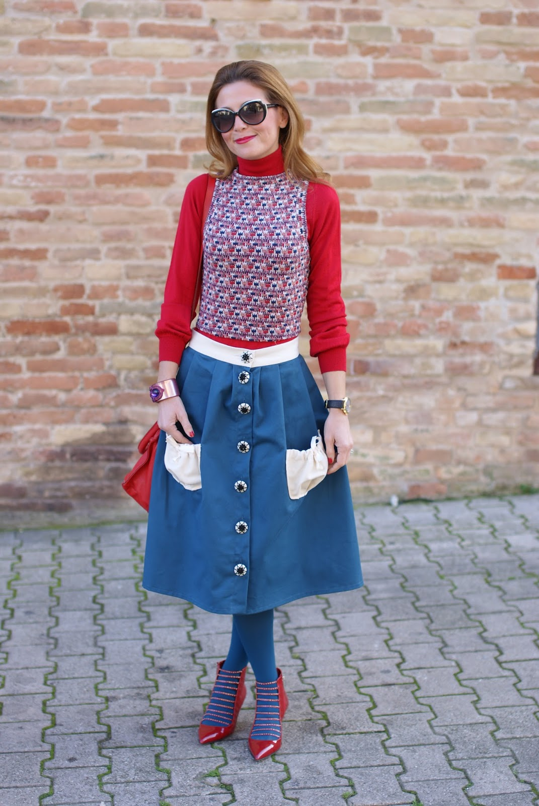 Vintage inspired outfit with Opposés Complémentaires buttoned midi skirt, Le Silla heels and Gioya Bijoux bracelet on Fashion and Cookies fashion blog, fashion blogger style