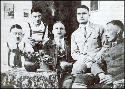 Adolf Hitler, Emil Maurice, Hermann Kriebel, Rudolf Hess  dan Wilhelm Brückner di kastil Landsberg.