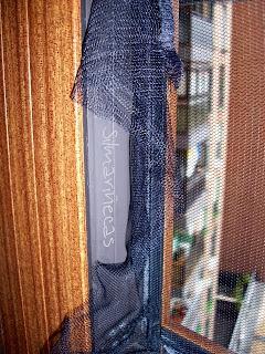 Cómo poner una tela mosquitera en las ventanas-