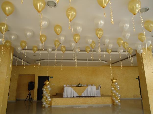 Adornos con globos para bodas amazing bodas en negro y for Decoracion con globos 50 anos