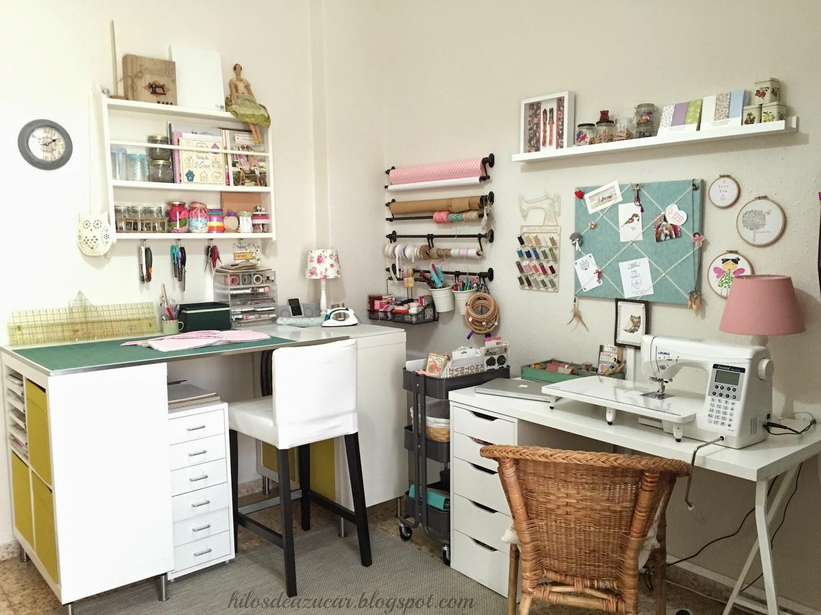 Hilos de az car mi habitaci n de costura craftroom o for Mueble organizador de costura