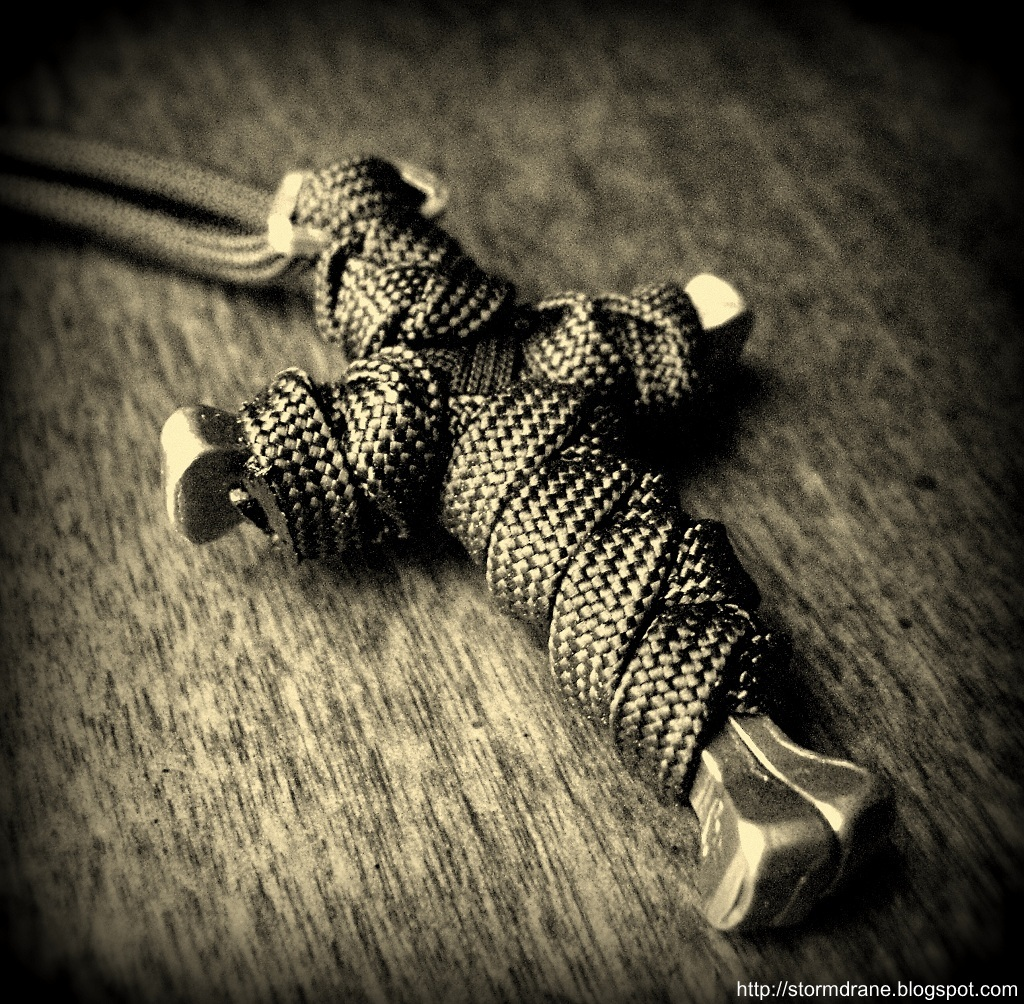 Stormdrane 39 s blog paracord and a horseshoe nail cross for Things made out of paracord