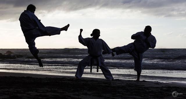 foto-karate-deporte-fotografia-ventana-deportiva-playa-