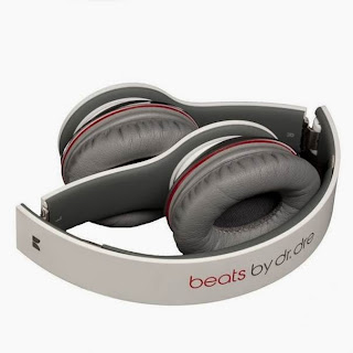 White Beats Solo Over-Ear Headphones