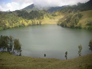 artikel-populer.blogspot.com - Renungan: Jangan Jadi Gelas Apabila Mampu Menjadi Danau