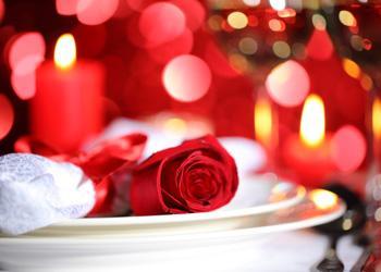 كيف تختارين هدية لحبيبك فى عيد الحب  - شموع شمعة رومانسية