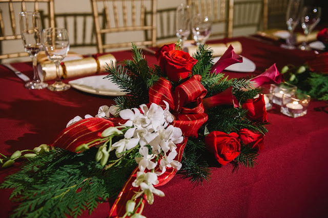 christmas theme wedding table decor