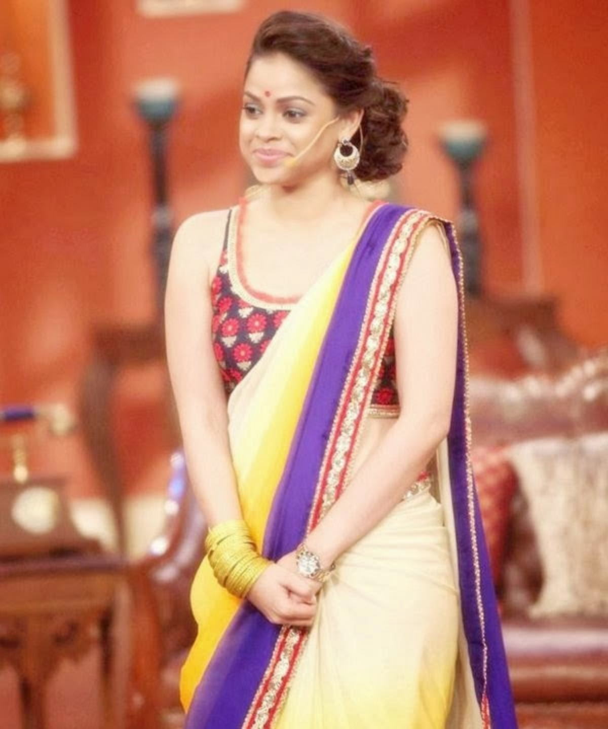 Sumona Chakravarti HD Wallpapers Free Download