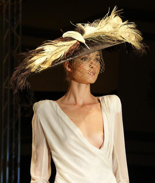 sombrero-con-plumas-de-Cherubina