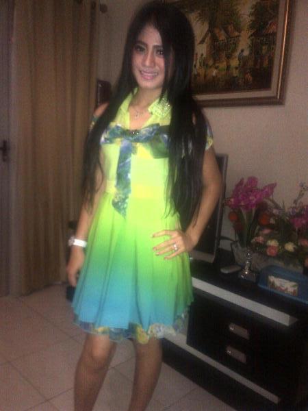 Lina Marlina Dengan Dress Hijau Nyai Roro Kidul