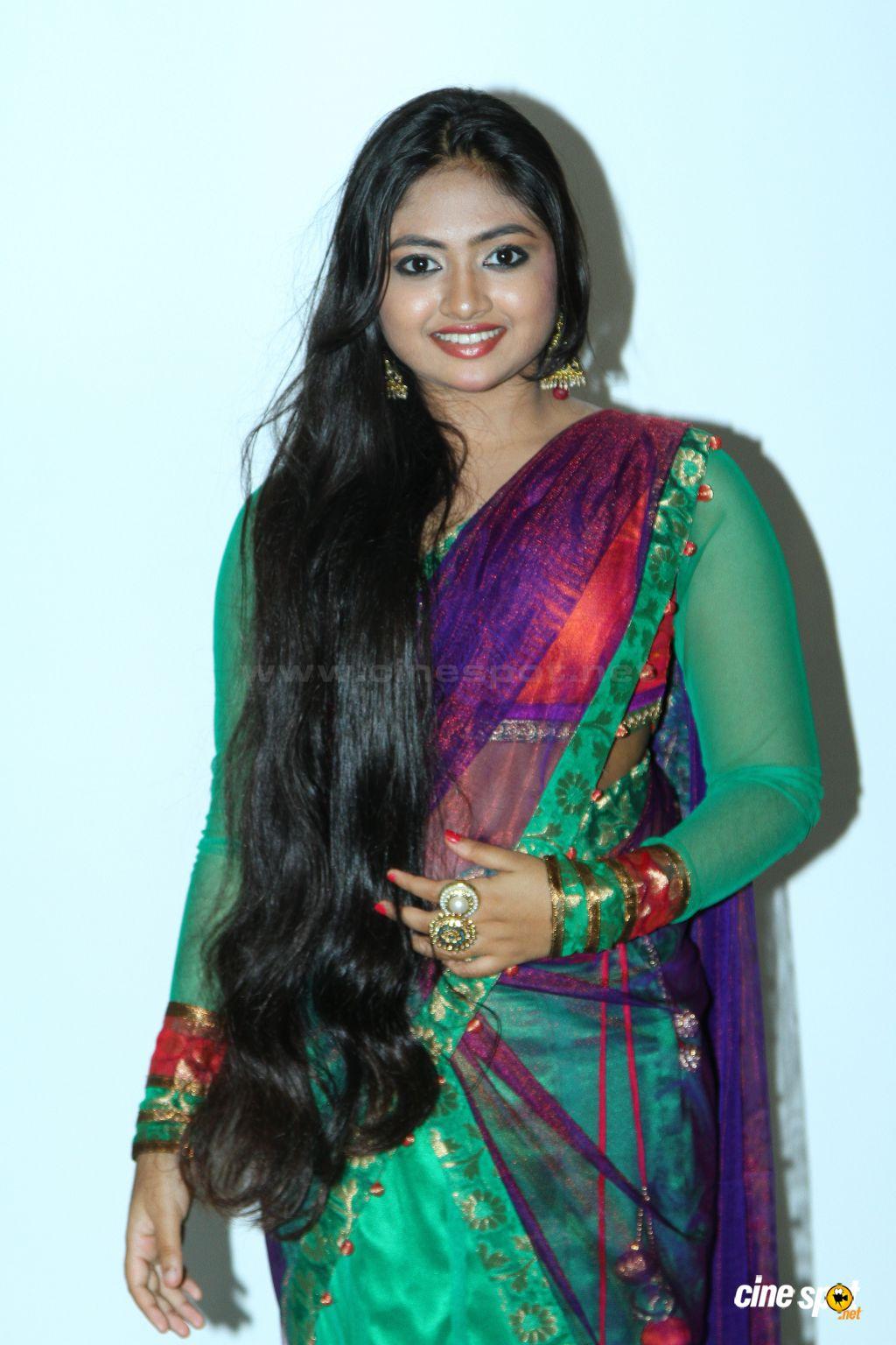 Mallu Actress Shalin Hot Navel Show In Saree