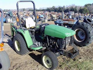 EQ-25312 John Deere 4210 tractor