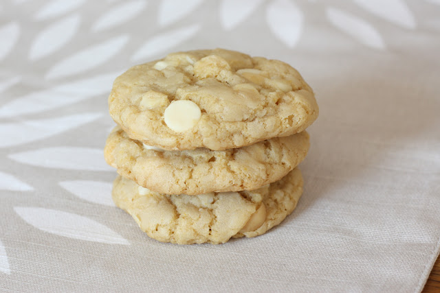That Winsome Girl: White Chocolate Macadamia Nut Cookies