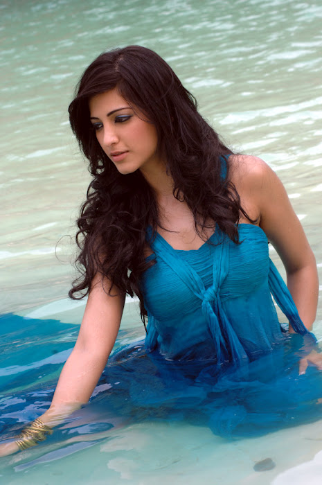 actress shruthi Hassan Latest photo stills