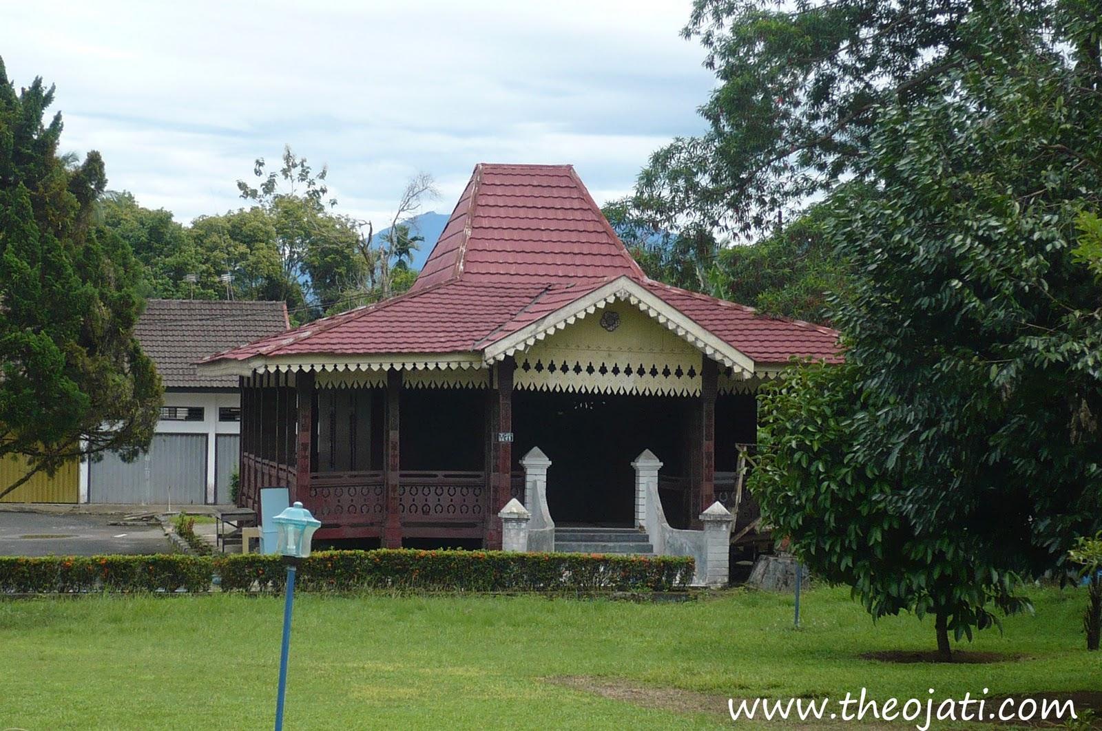 Download this Provinsi Kepulauan Riaurumah Adat Rumah Selaso Jatuh Kembar picture
