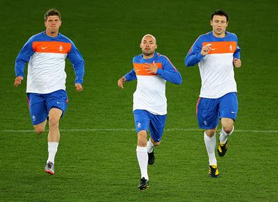 Wesley Sneijder (Inter Milan), Gregory van der Wiel (Ajax Amsterdam), Klaas-Jan Huntelaar (Schalke 04)