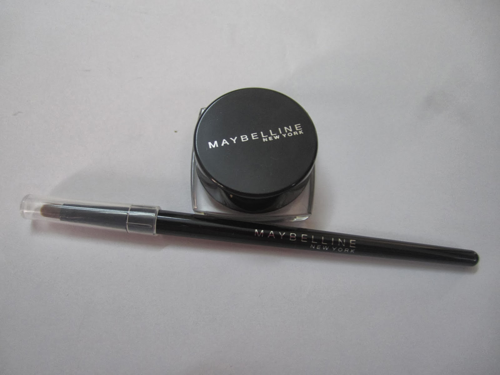 New Maybelline 36H Lasting Drama Gel Liner ~Black