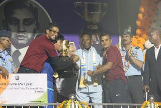 Pele hands AIFF U-17  Subroto Cup 2015 title