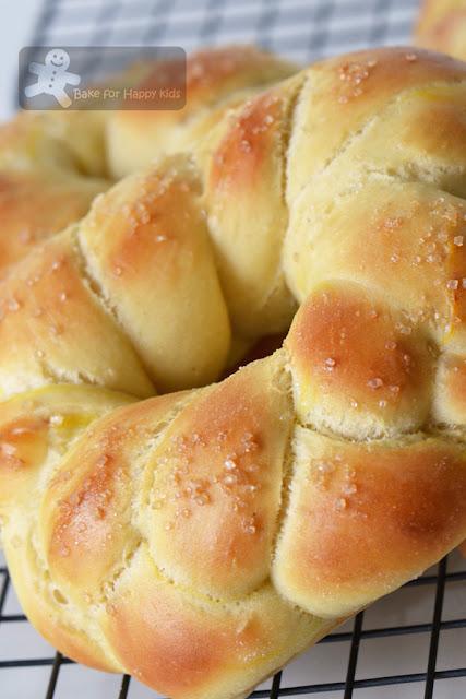 saffron bread Finnish pulla