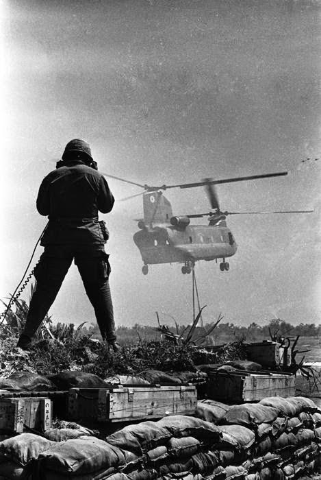 Soldado guiando Chinook