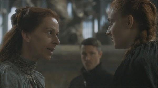 """Lisa Tully, Lord Baelish y Sansa Stark en """"El Nido de Aguilas"""""""
