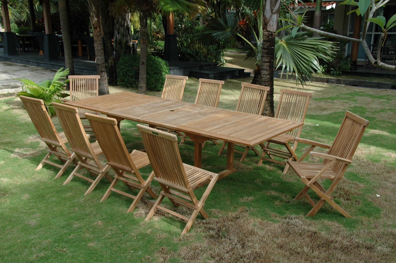 Online House Plans: Wooden Outdoor Furniture: Offering Comfort