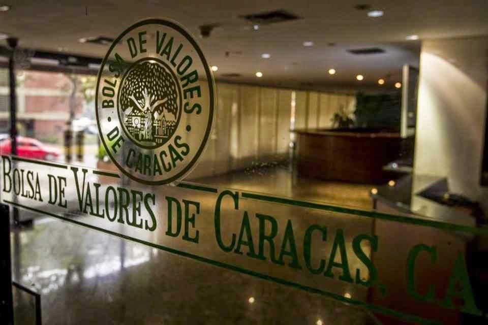 Cortes nas transferências de divisas compromete o futuro dos melhores estudantes venezuelanos no exterior.