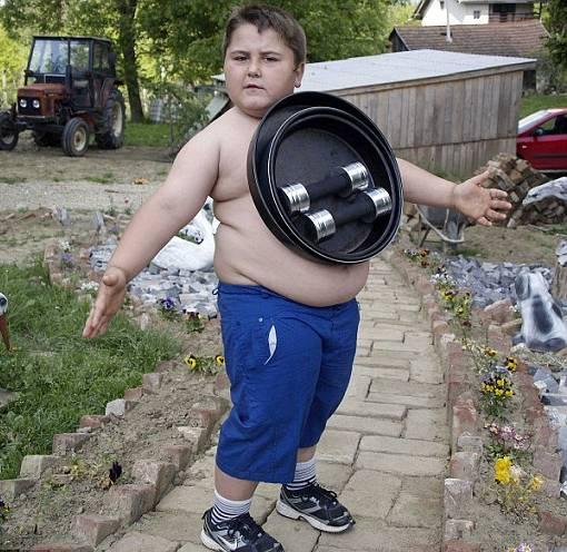 Tubuh Anak Ini Ivan Stoiljkovic Bermagnet, Dapat Menempel Benda Logam ke Tubuhnya Sampai 25 kg dan dapat menyembuhkan penyakit - the facemash post