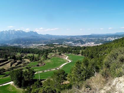 Montserrat amb Sant Vicenç i Castellgalí pressa mentre baixem de Can Noguera