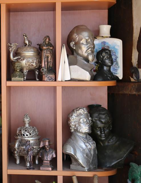интересное с блошиного рынка статуэтки рамы самовар бюст пушкин