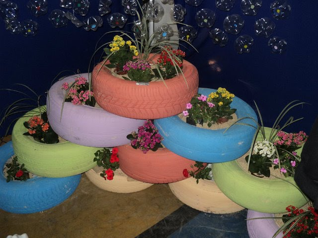 horta e jardim em pneus : horta e jardim em pneus:ATELIE SONINHA ARTEIRA: HORTAS E JARDINS PARA PEQUENOS ESPAÇOS!!!!!.