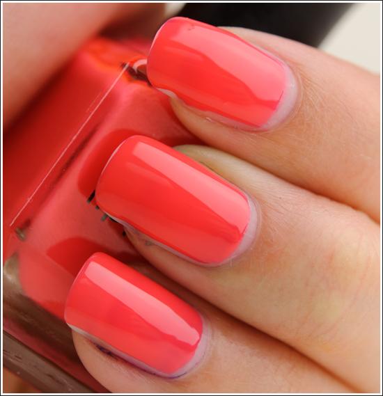 unghii culoare rosu metalic